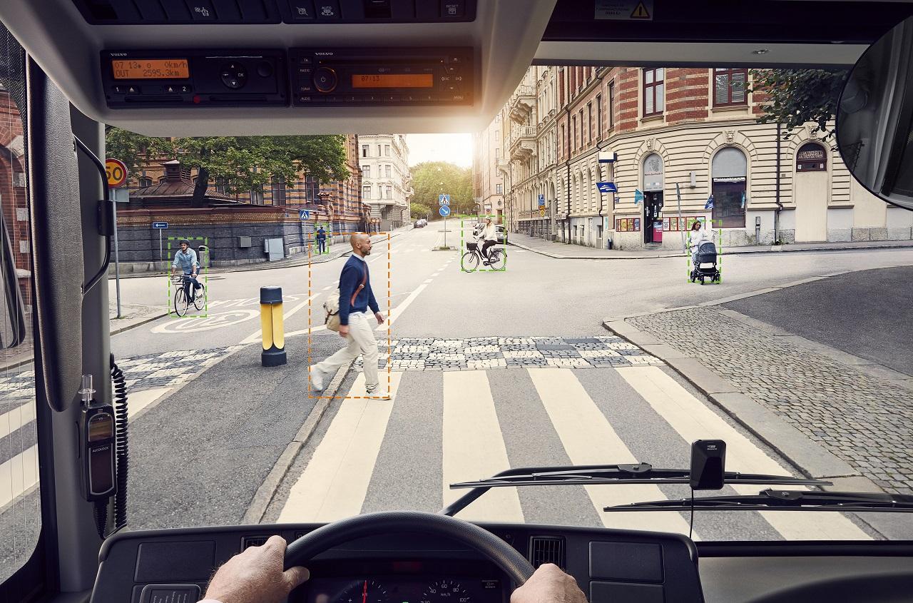 Автобусы Volvo больше не будут незаметно подкрадываться к пешеходам