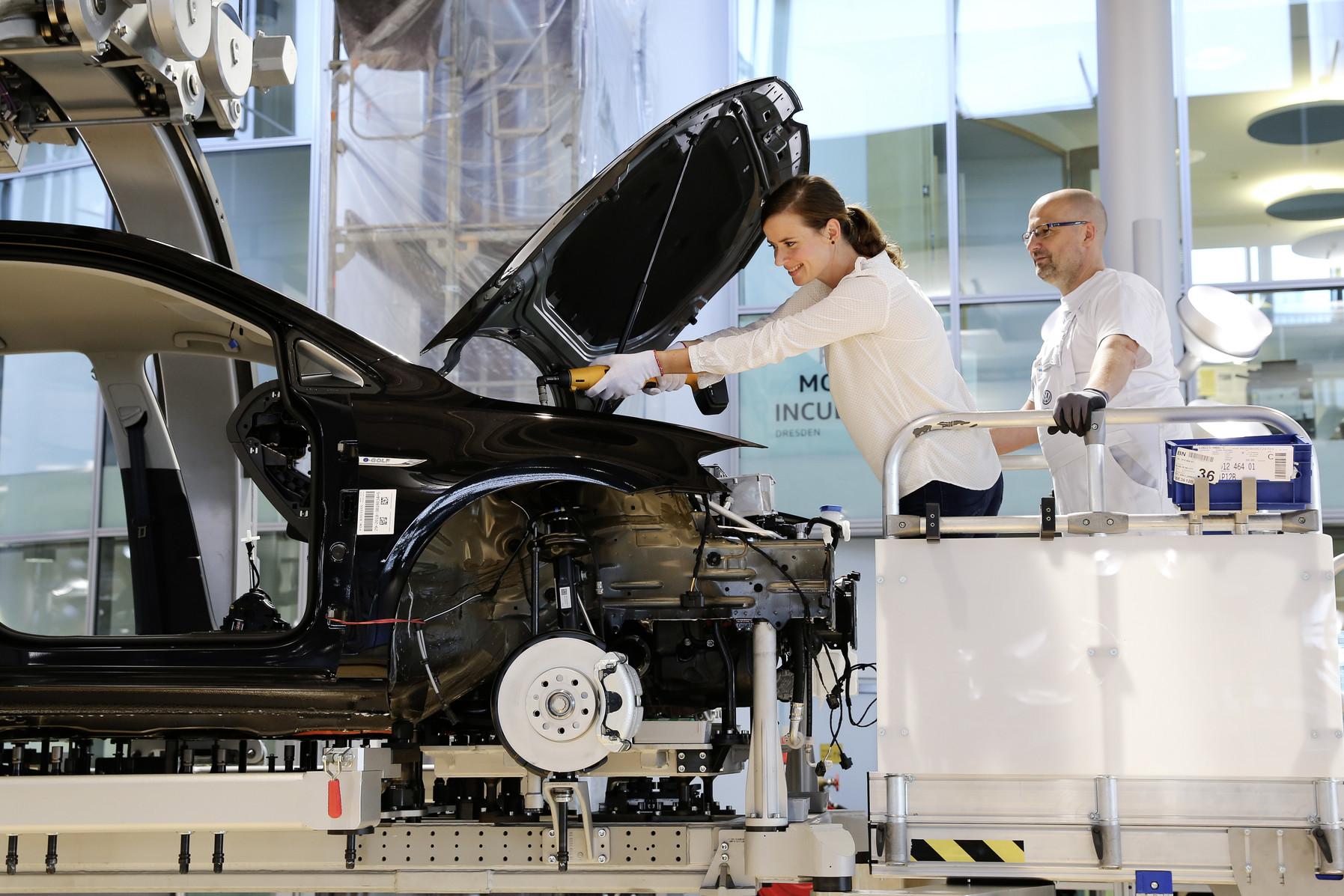 Volkswagen предлагает будущим владельцам собрать собственный e-Golf