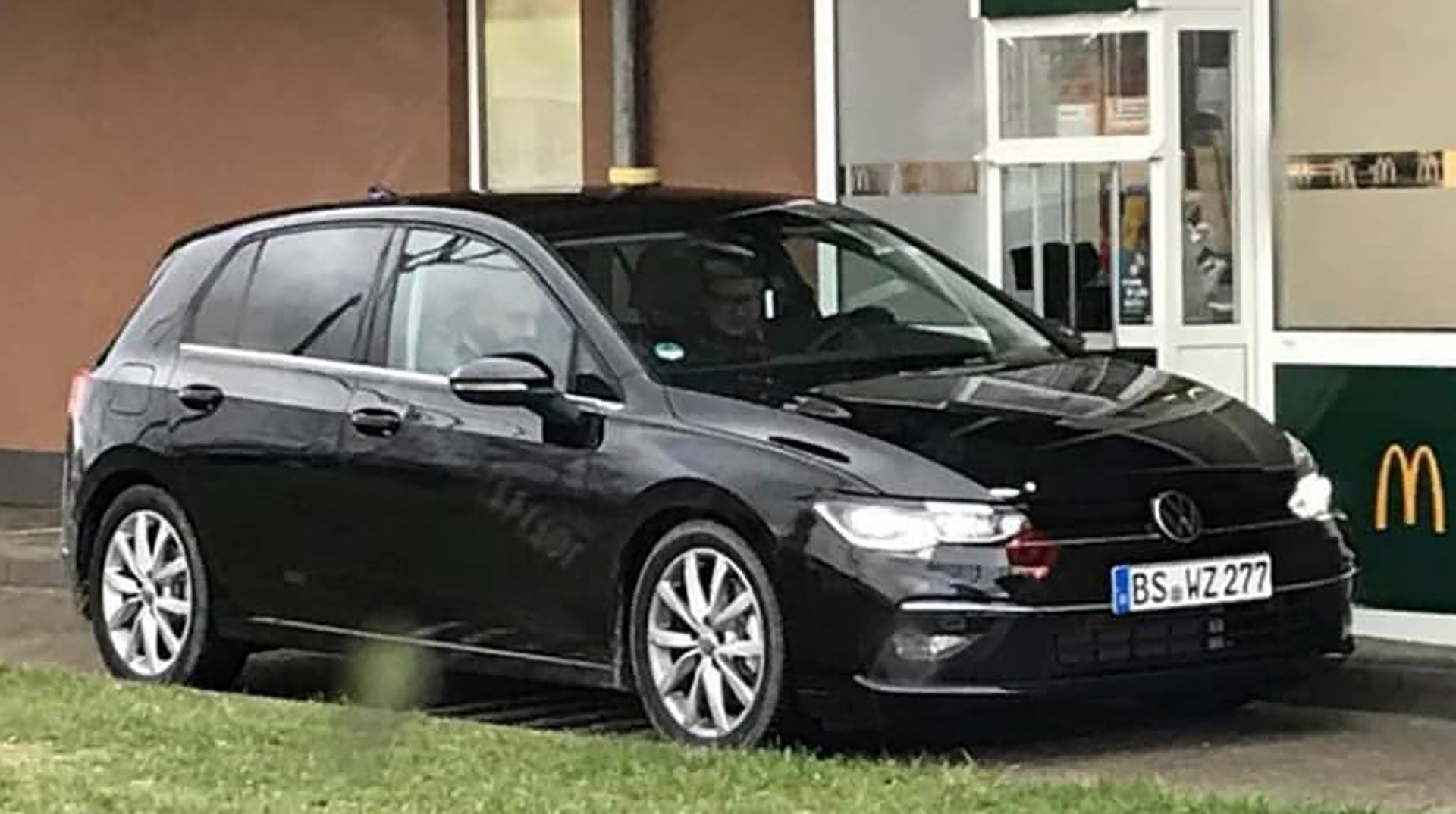 Volkswagen Golf восьмого поколения засняли без камуфляжа